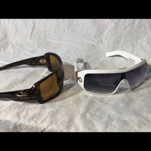 0d33d86508 2 pair Sunglasses 🕶 pristine condition